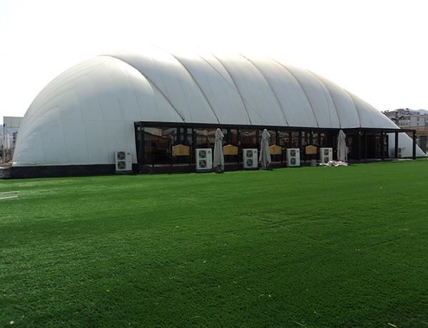 封闭式充气膜结构体育馆