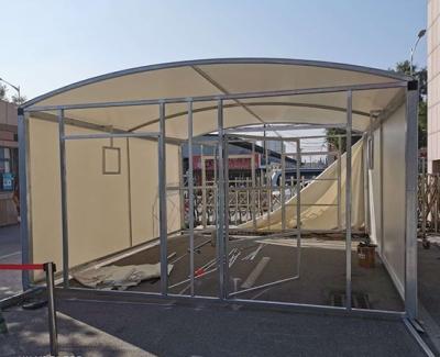 学校室外体温检测膜结构蓬房施工中