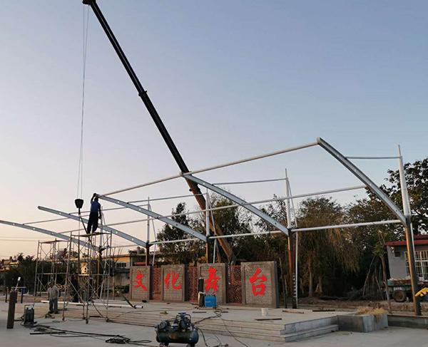 莱西广场舞台膜结构施工中